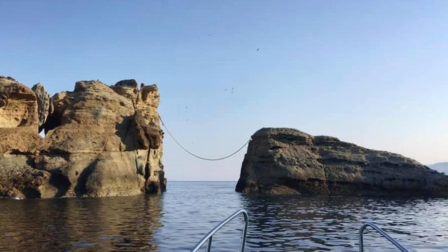*【遊覧船プラン】牛着岩(夫婦岩)/小舟なら岩の間も通れてしまいます♪