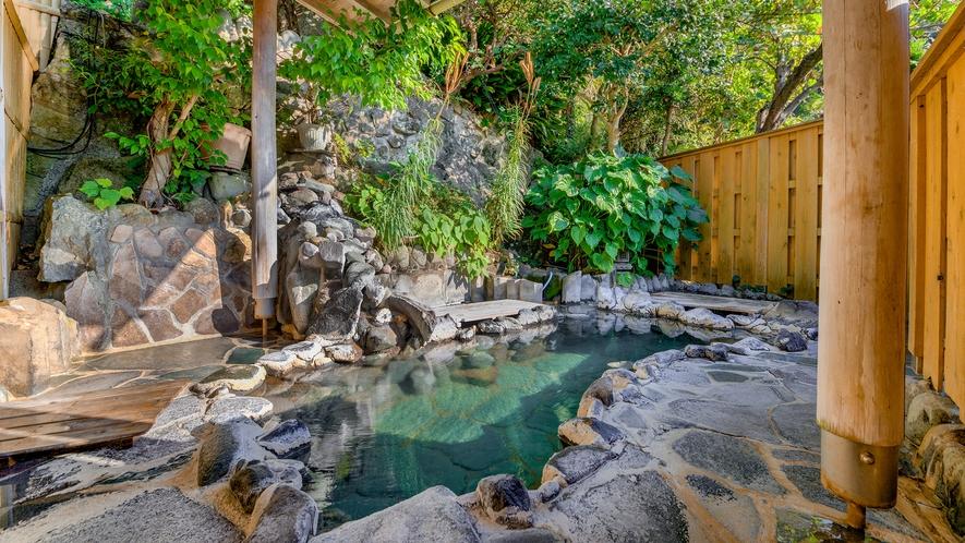 *混浴露天風呂:19時~22時女性専用/良質な温泉を風情ある岩風呂でのんびりと堪能