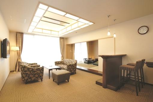 禁煙 スイートルーム 84平米(主寝室+リビング+和室8畳)