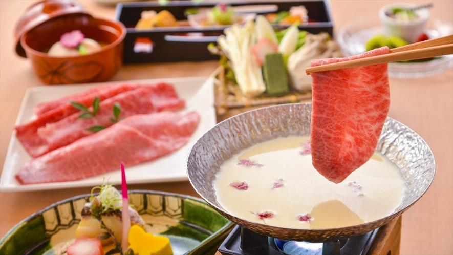 『近江牛』のみすじ肉とロース肉を豆乳しゃぶしゃぶ