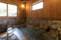 【施設内浴場(岩風呂)】日本三古湯と称される「白浜温泉郷」は古来より治療・静養に効果がある湯治場とし