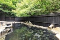【長生の湯(露天)】 紀州備長炭の露天風呂もございます。