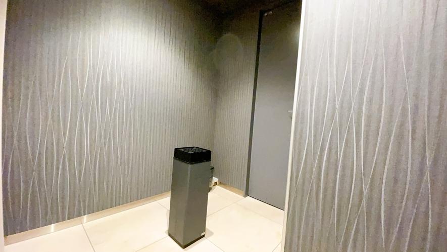 【2階 喫煙所】 当館は全室禁煙でございます。