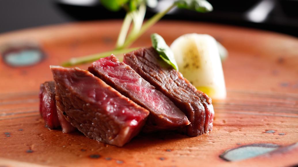 【シェフズダイニング咲楽】シェフが鉄板で仕上げるご当地牛のステーキ(イメージ)