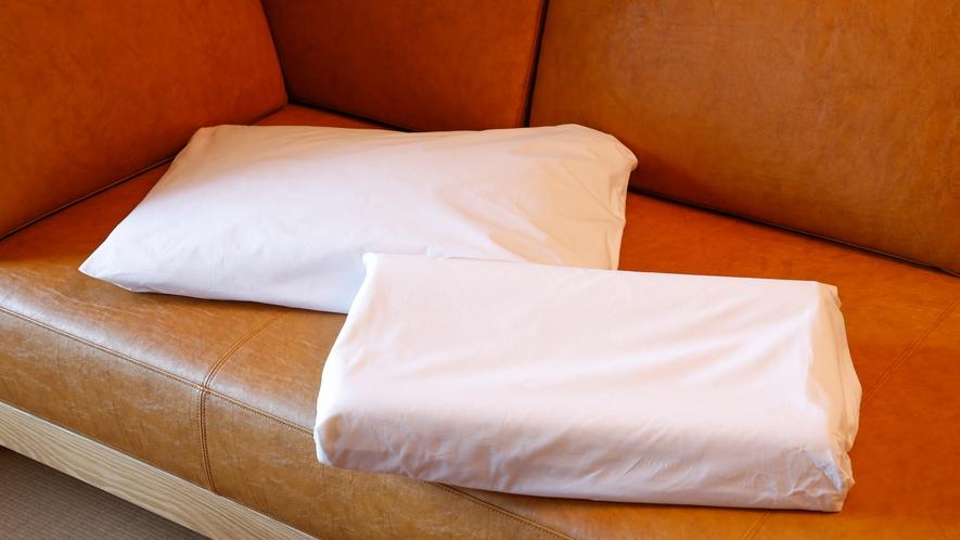 貸出用の低反発枕、そば殻枕。数に限りがございますので、予めご了承ください。