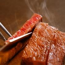 """【シェフズダイニング""""咲楽""""】鉄板で仕上げるご当地牛のステーキがメインの懐石コース(イメージ)"""