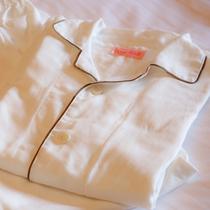 お休み着には上下セパレートのパジャマもご用意しております(全客室)