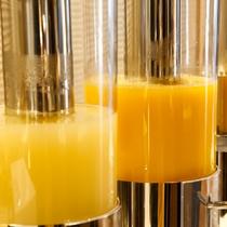 【朝食ブッフェ】自家製野菜ジュースをはじめ、各種お飲み物をご用意。
