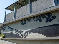 フロント棟の壁面