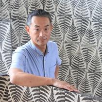 菊田一朗画伯 沖縄県国頭村に工房を構え、野外の自然素描を取り入れた大和絵風水墨画の発表を続けている