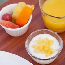 【ご朝食】フレッシュなドリンクにヨーグルト