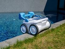 自動プール掃除ロボットの「あくあちゃん」