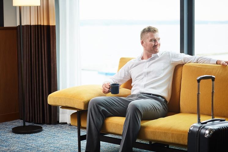 常滑沖の海を眺めながら寛げる客室