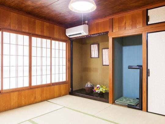和室(広く使いたい場合にはテーブルを収納)