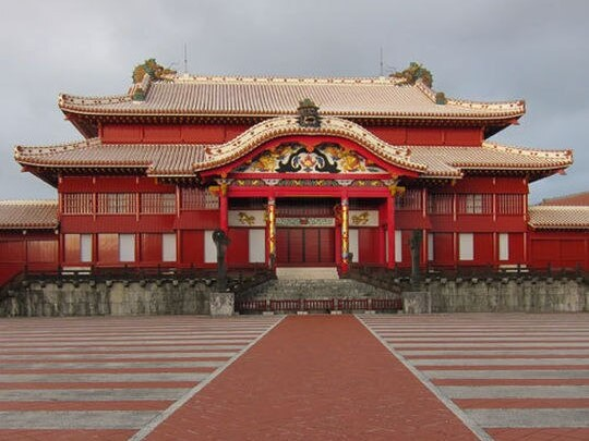 首里城正殿(車で約20分)琉球王国のグスク及び関連遺産群として世界遺産に登録されています