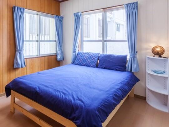 陽当たりの良い明るいダブルベッドルーム