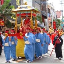 首里城祭り(国際通り) 豪華絢爛な一大絵巻が那覇市国際通りを練り歩きます