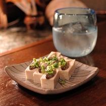 沖縄の料理 スクガラス豆腐と泡盛