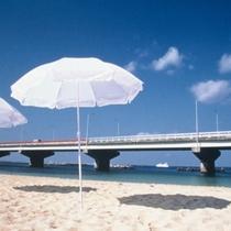 那覇市唯一のビーチ「波の上ビーチ」お車で約6分。
