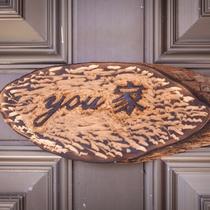 玄関ドアのウェルカムボード 手彫りです