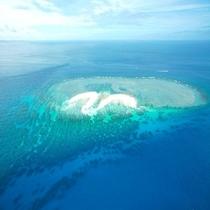 クエフ島 徒歩7分の泊港から出航し美しい無人島へ。日帰りで可能です