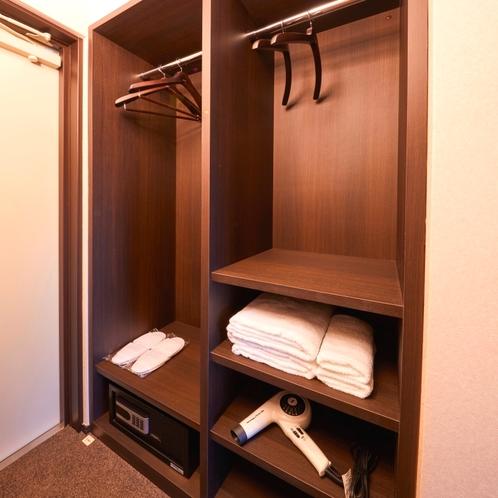 客室収納棚