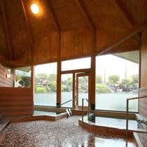 【女湯】大浴場。とろっと柔らかな源泉をお愉しみください。