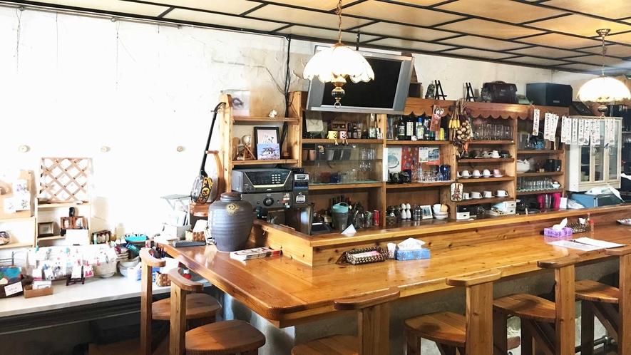 【食堂】木のぬくもりが感じられる食堂店内