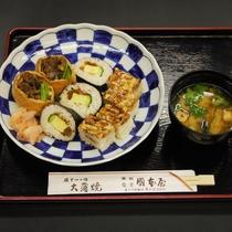 うなぎ寿司 3種盛り (押し寿司 太巻き お稲荷さん)
