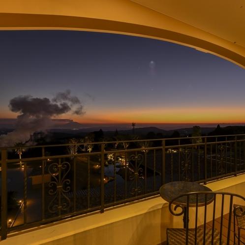 【眺望】4階 エレベーターホールからみた夕焼け
