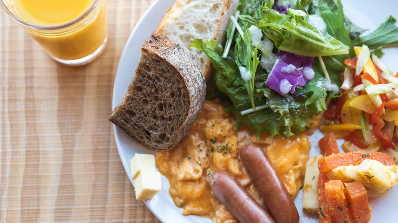 【朝食】厳選した八ヶ岳の新鮮素材中心で、お目覚めの身体に優しい朝食。