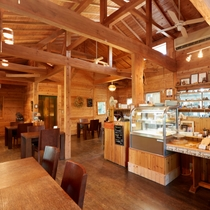 【fuu cafe】 木のぬくもりがあたたかな落ち着いた雰囲気の店内