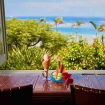【アイスクリンcafeアーク】テラス席ではアイスクリンを食べながら絶景を楽しめます