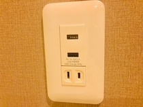 Electrical outlet  USB port