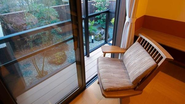 由布院盆地一望の一戸建て離れ・半露天風呂付和洋室■お庭付■