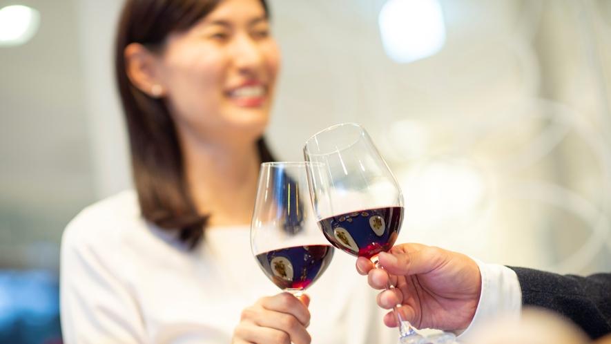 フランスワイン、カクテル、ソフトドリンクなど豊富なドリンクメニューからお選びください
