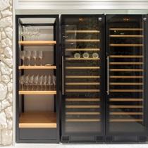 大型のワインセラーを常設。上質なワインと共にシェフこだわりフレンチをお楽しみください。