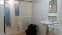 新しくなりました。小浴場の全体です。シャンプーリンスボディーソープは備え付けてあります。