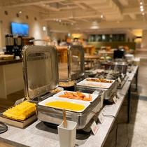 【朝食】会場のラウンジは120席