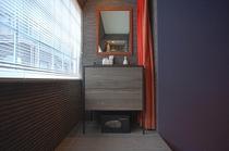 デラックスダブルルーム 洗面台(4名様対象)トイレのみ共用となります。