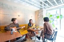 ホテル&ホステルKIKKA東京 |カフェはラウンジとしてお使いいただけます