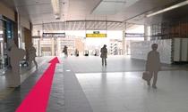 【長野駅からのルート1】改札口を出たら左に進み、東 口をめざします。