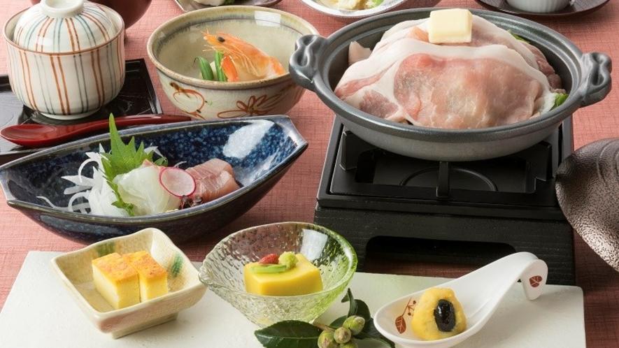 <和食御膳「山の辺御膳」>地元食材を使用した全9品の御膳です。