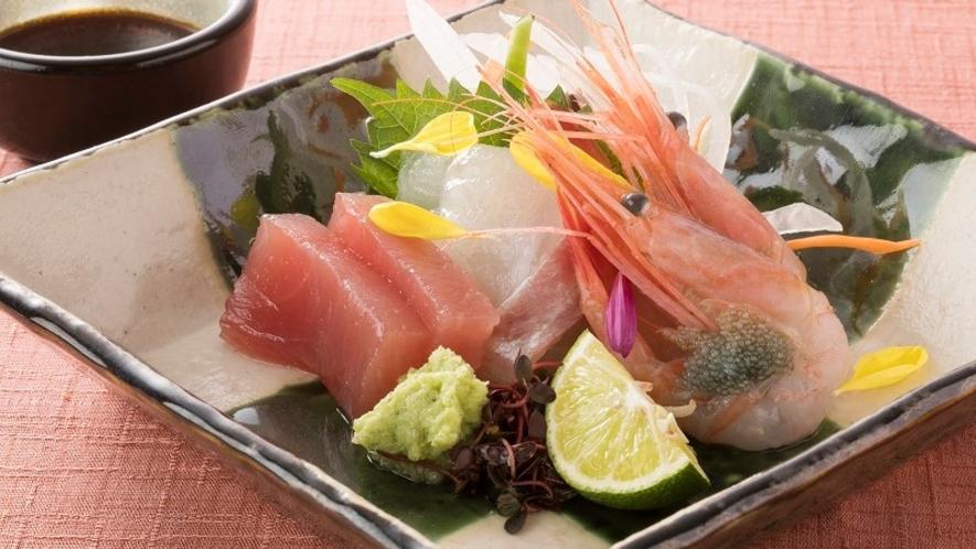 <レストラン「四季の蔵」>【一品料理】 季節のお造り三種盛り