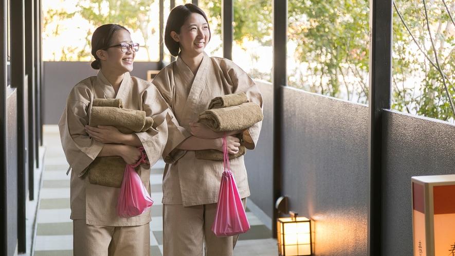 <渡り廊下>別館ご宿泊のお客様は温泉ご利用時、渡り廊下を歩き、本館までお越しください。