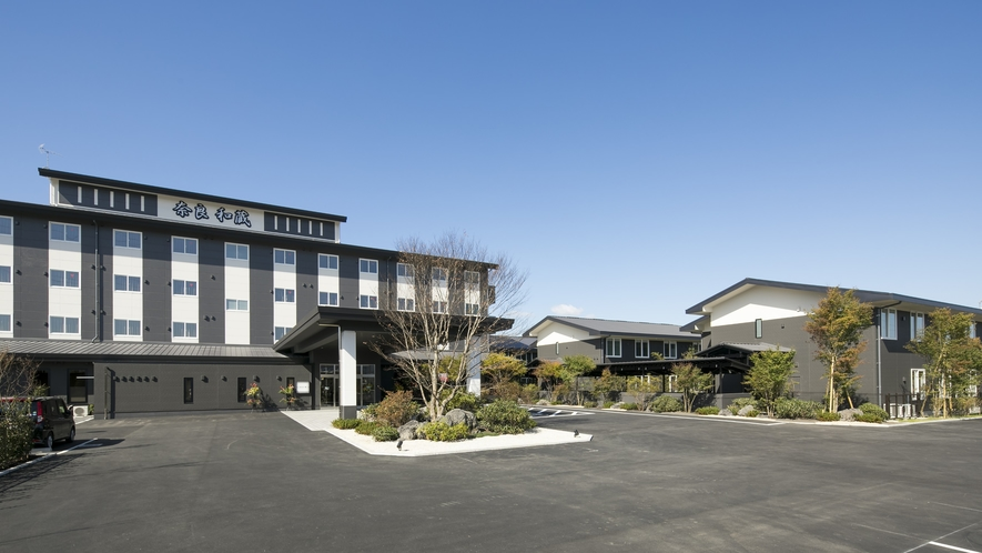 <グランヴィリオホテル奈良-和蔵->本館と別館6棟で構成され、計202室のホテルです。
