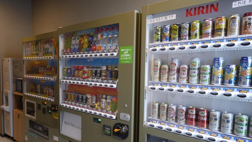 <自動販売機コーナー>館内1階 ソフトドリンク、お酒、カップラーメンなどがございます。