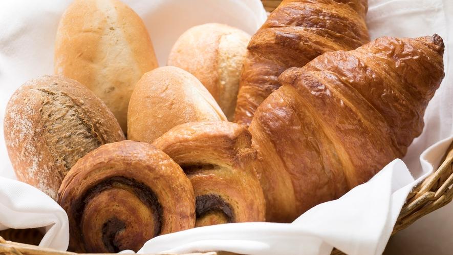 <朝食>焼き立てパン