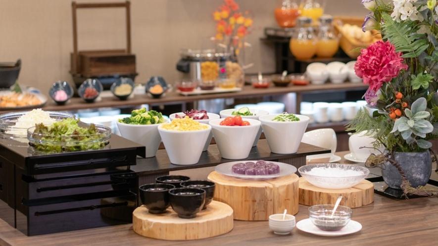 <朝食バイキング> サラダ、デザートコーナー