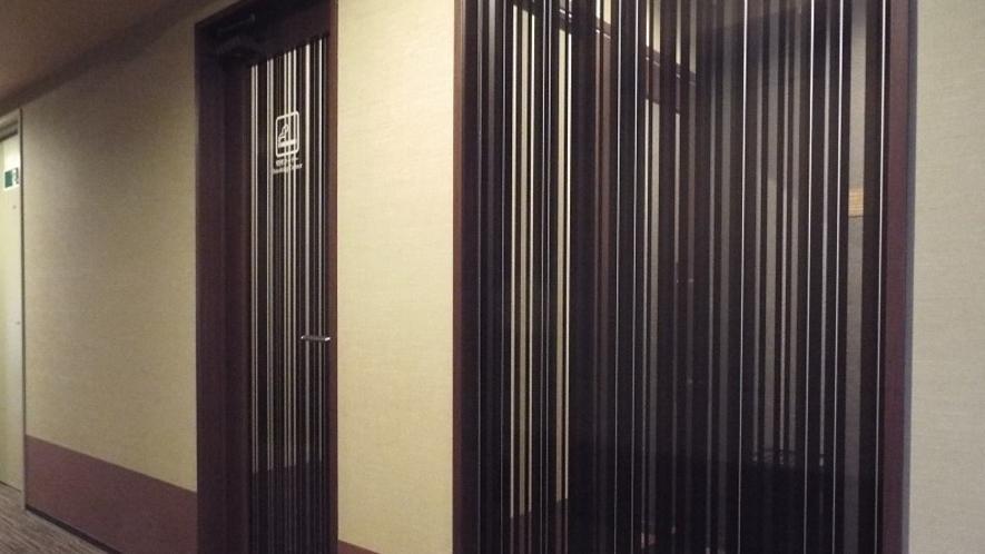 <喫煙ブース>本館1階、禁煙フロアーの本館2階、本館4階にございます。